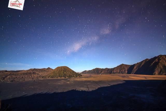 bromo 6665 tn - Bima Sakti di atas Bromo, 2011