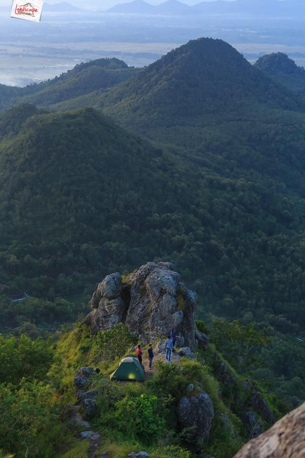 cumbri pagi 6 - Esai Pagi dan Secangkir Kopi di Bukit Cumbri