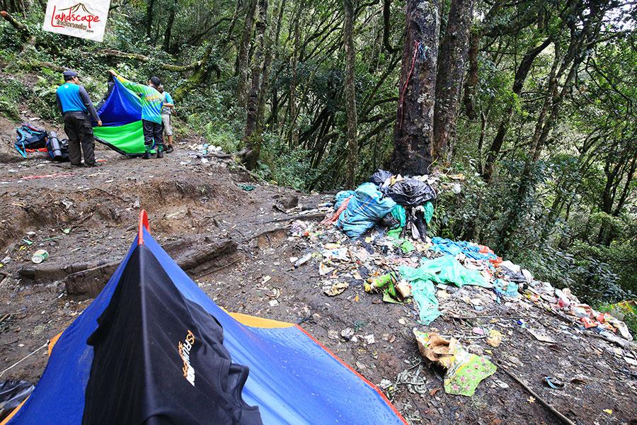 dempo 5 4 - [Catper Dempo #5] Pos 2, Tempat Peristirahatan Penuh Sampah