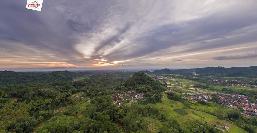 gamping sore 3 - Berkas Senja di Gunung Gamping