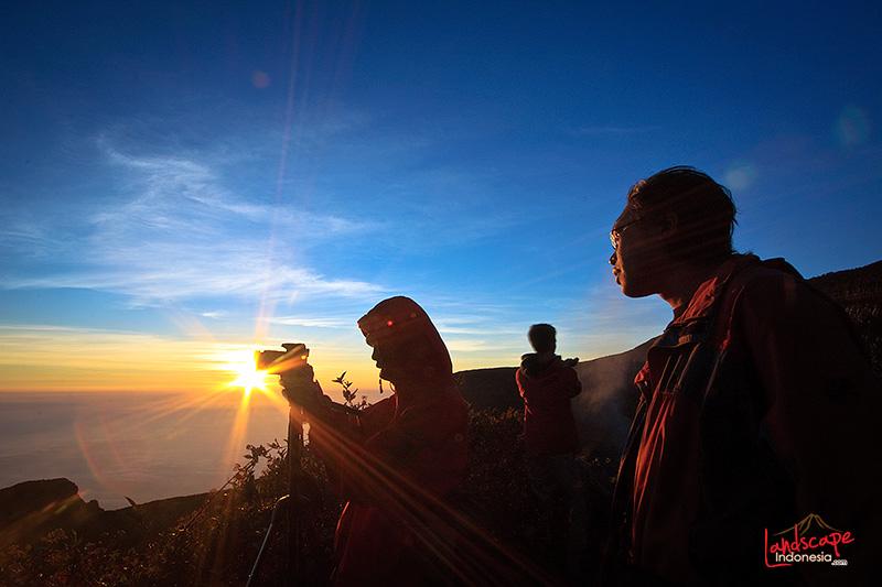 gunung gede 020 - 10 alasan memotret pemandangan (kadang) tidak menyenangkan.
