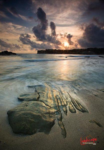 klayar 20 - Pantai Klayar, surga buat pemburu slow speed