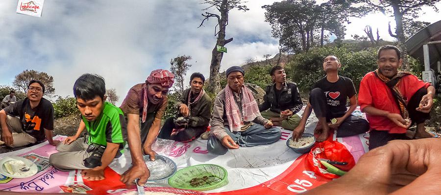 lawu 360 2 4 - Mendokumentasikan Panorama 360 Gunung Lawu (2)