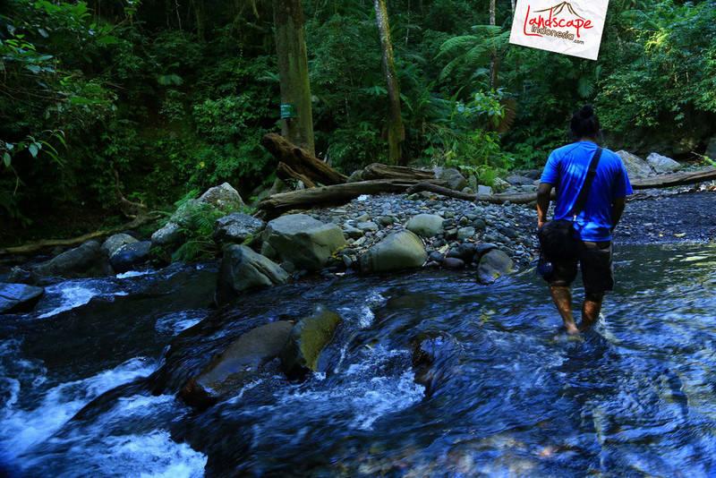 lombok explore chapter3 16 - Tiu kelep waterfall - Explore Lombok 2013 (3)