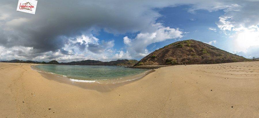 mawun 6 Pano - Menikmati kesendirian di Pantai Mawun