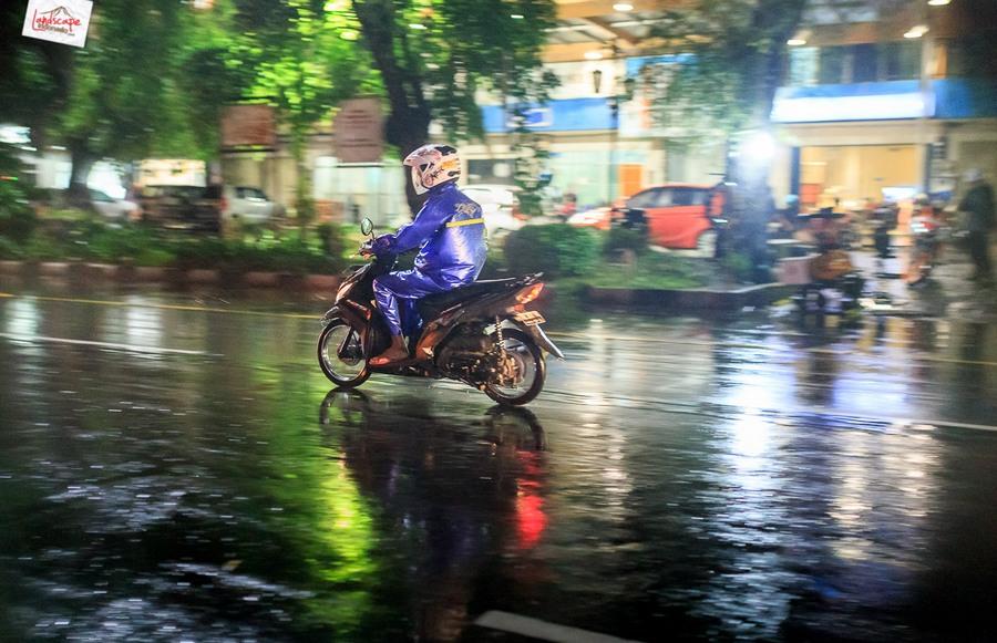 memotret hujan 1 - Memotret Suasana Hujan di Malam Hari