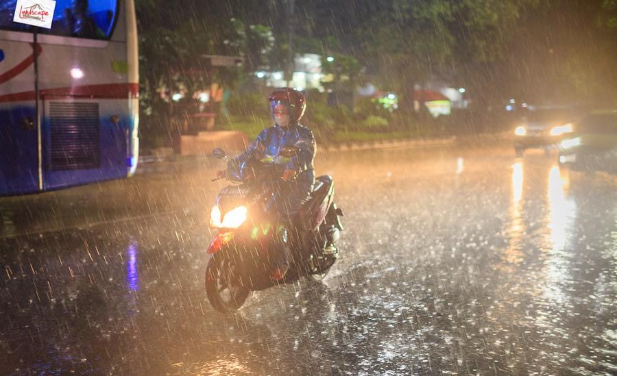 memotret hujan 3 - Memotret Suasana Hujan di Malam Hari