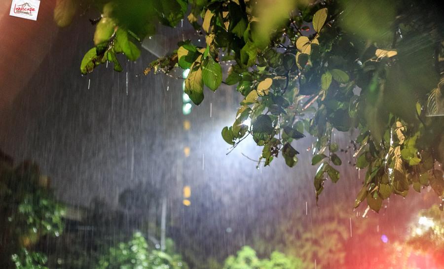 memotret hujan 6 - Memotret Suasana Hujan di Malam Hari