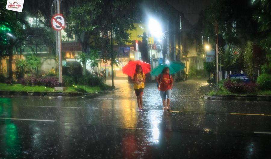 memotret hujan 9 - Memotret Suasana Hujan di Malam Hari