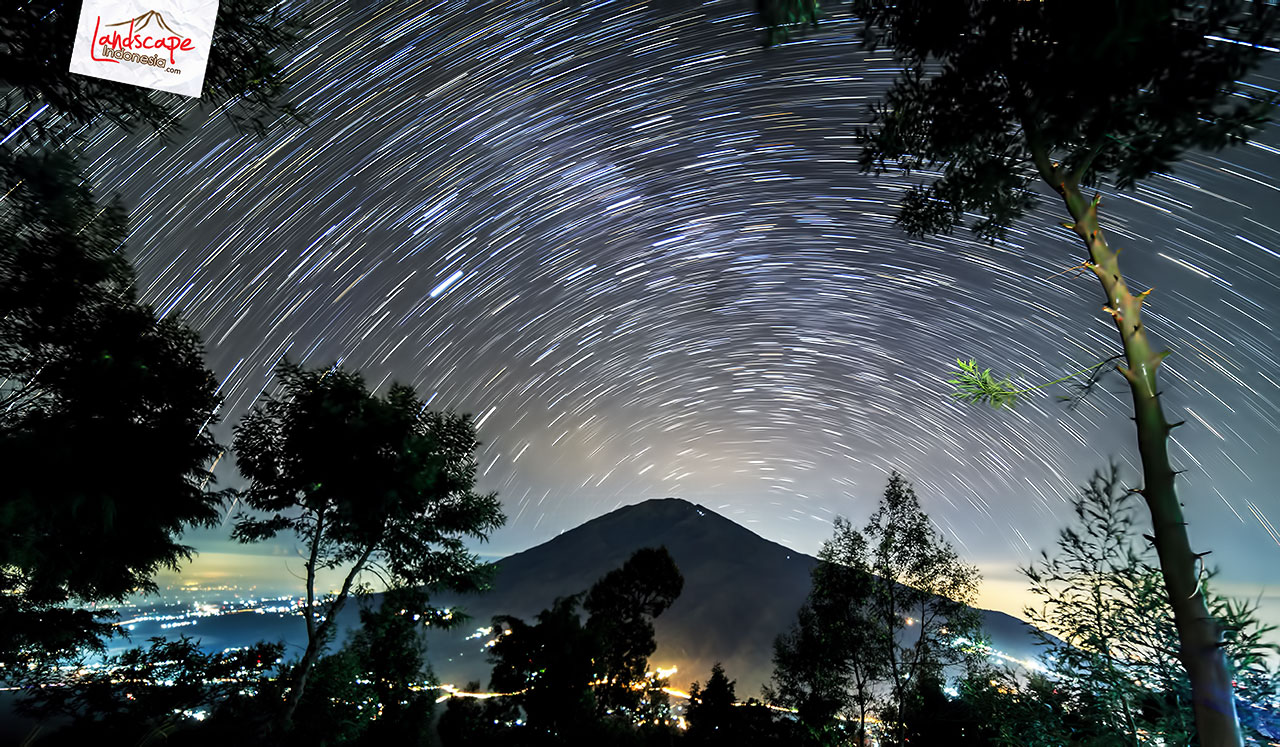 star trail merapi