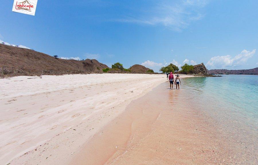 pinkbeach pesonaindonesia 1 tn - Melepuh kaki di Pink Beach