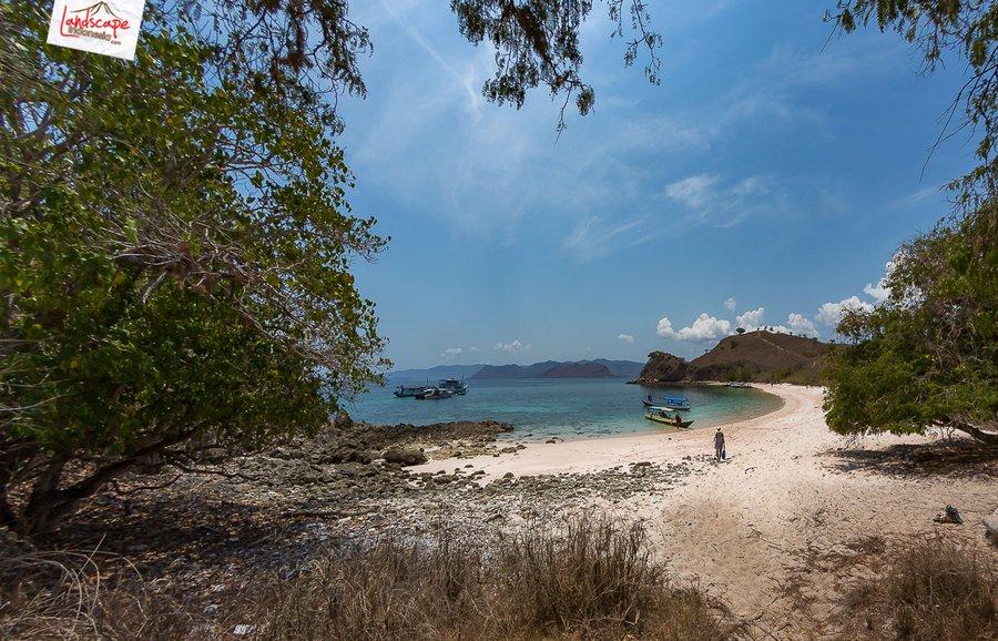 pinkbeach pesonaindonesia 3 tn - Melepuh kaki di Pink Beach