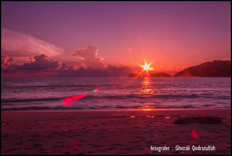 pulau beras 13 ghozaliq senja di pantai lambaro - Pulau Beras, Pulau terbarat di Indonesia [seri pulau Aceh #2]