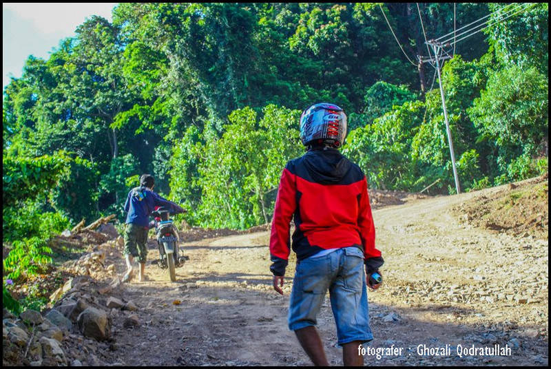 pulau beras 8. ghozaliq dorong motor - Pulau Beras, Pulau terbarat di Indonesia [seri pulau Aceh #2]