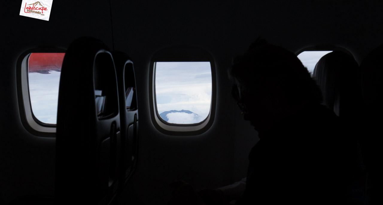 solobandung 3 - Barisan Gunung dari jendela pesawat Solo - Bandung