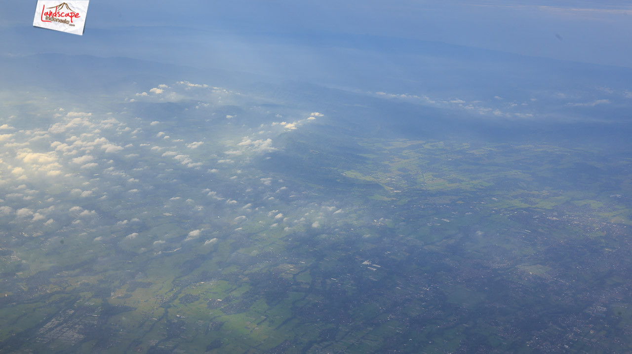 solobandung 4 - Barisan Gunung dari jendela pesawat Solo - Bandung
