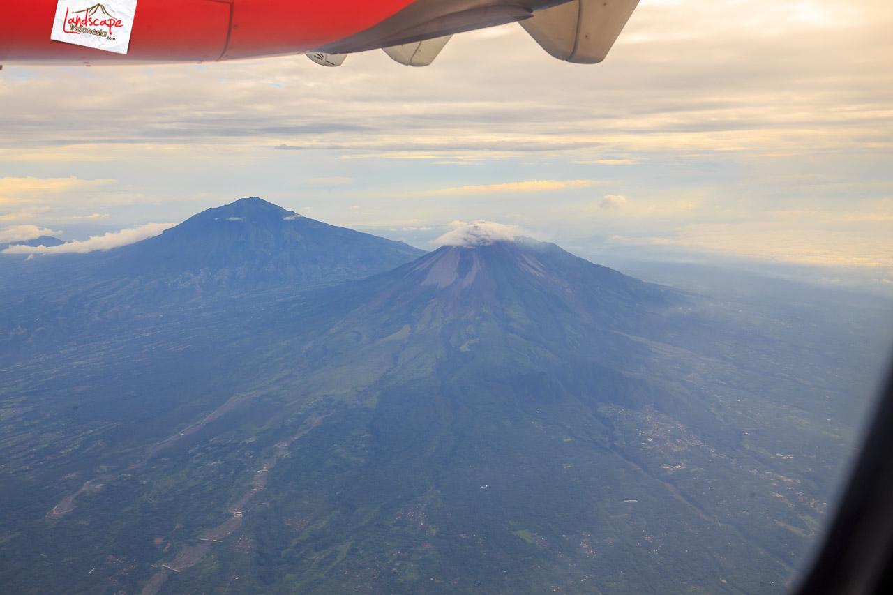 solobandung 5 - Barisan Gunung dari jendela pesawat Solo - Bandung