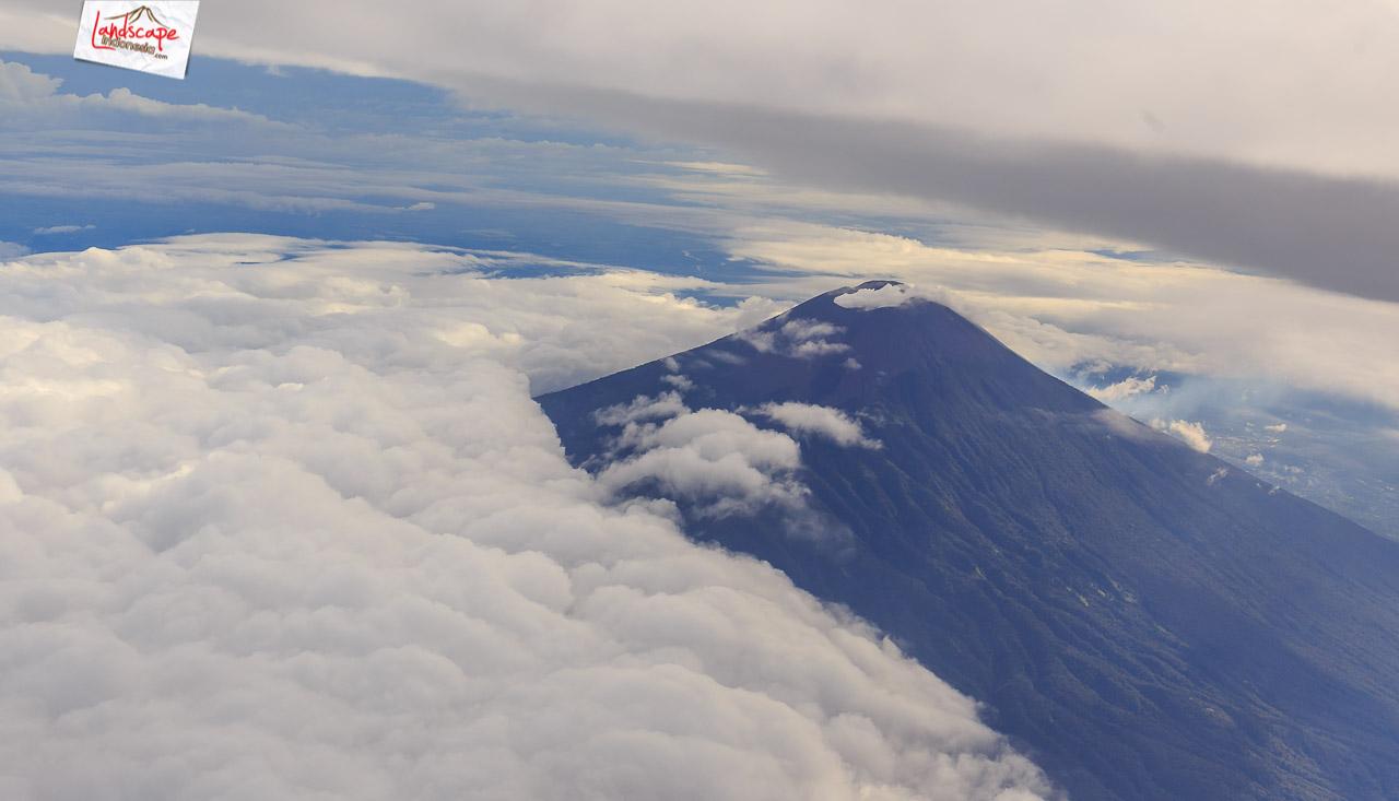solobandung 6 - Barisan Gunung dari jendela pesawat Solo - Bandung