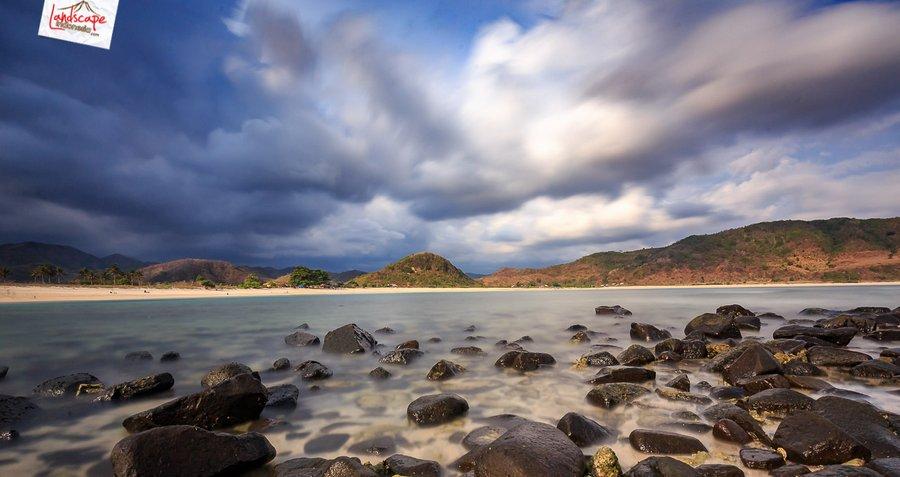 mawun pesonaindonesia 5 - Menikmati kesendirian di Pantai Mawun