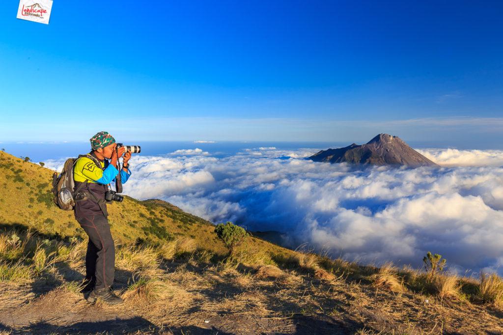 merbabu suwanting 2011 1024x682 - Panduan Memotret di Gunung Supaya Menghasilkan Foto Berkesan