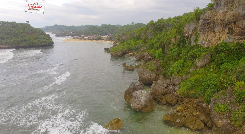 drini dari udara 2 1 - Pantai Drini dari Udara - Surut dan Pasang