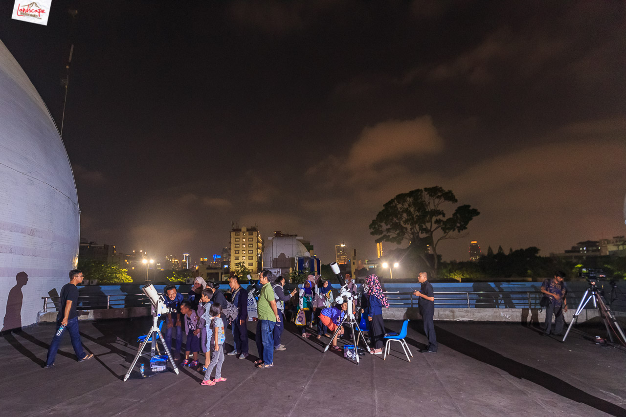 pengamatan gerhana bulan 6 - Pengamatan Gerhana Bulan di Planetarium Jakarta