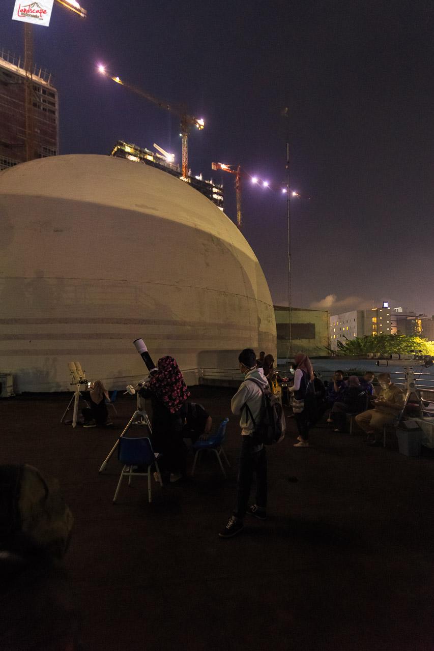 pengamatan gerhana bulan 9 - Pengamatan Gerhana Bulan di Planetarium Jakarta
