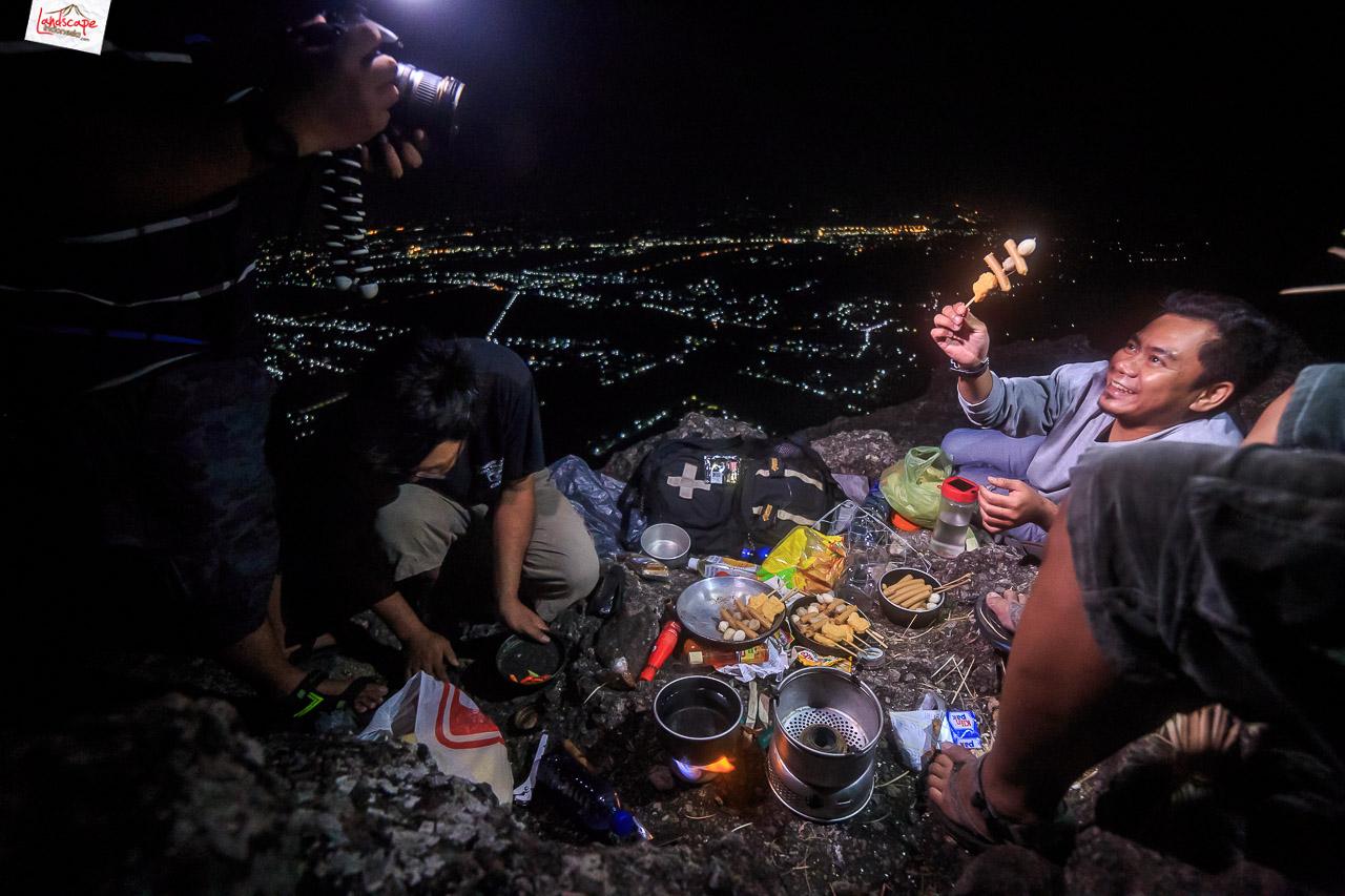 bukit laskar pelangi 20 - Makan Malam di Puncak Bukit Laskar Pelangi