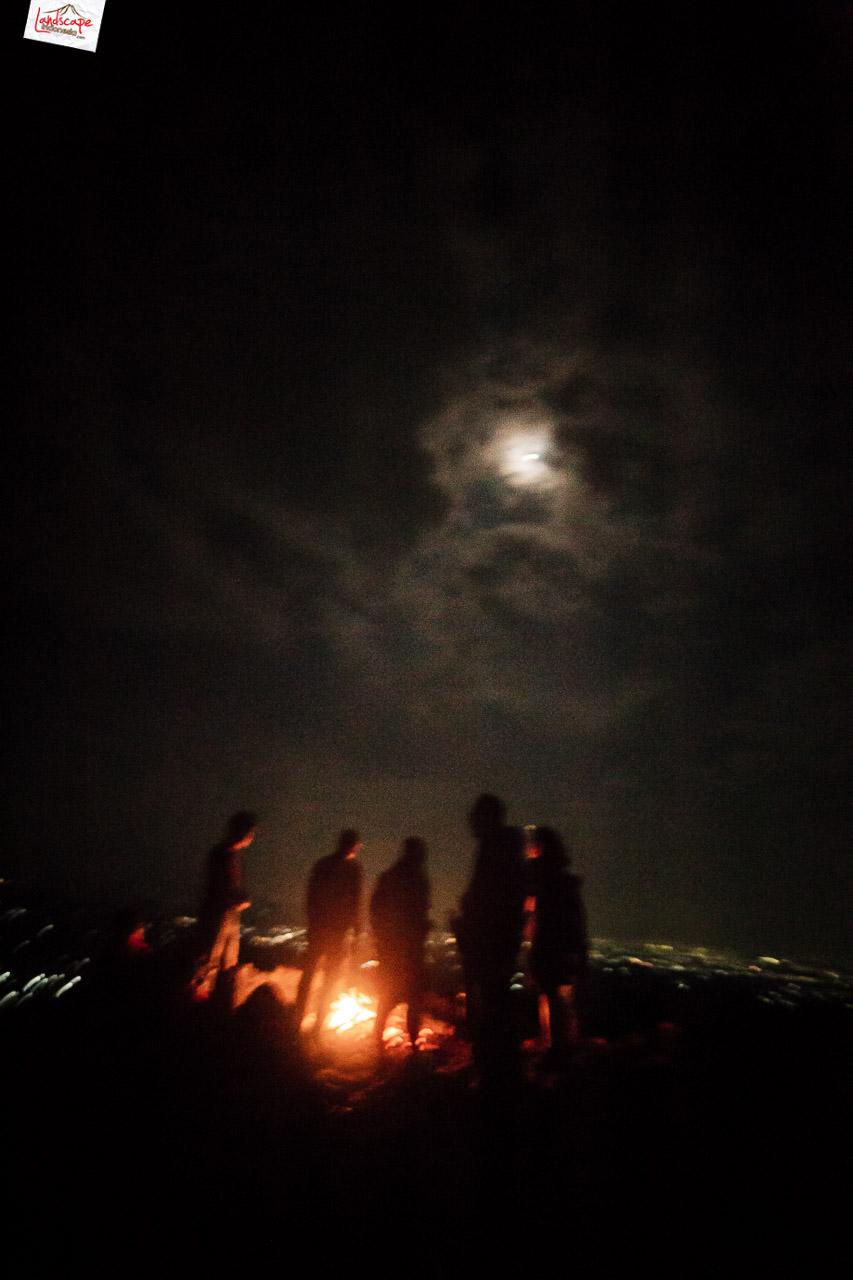 bukit laskar pelangi 21 - Makan Malam di Puncak Bukit Laskar Pelangi