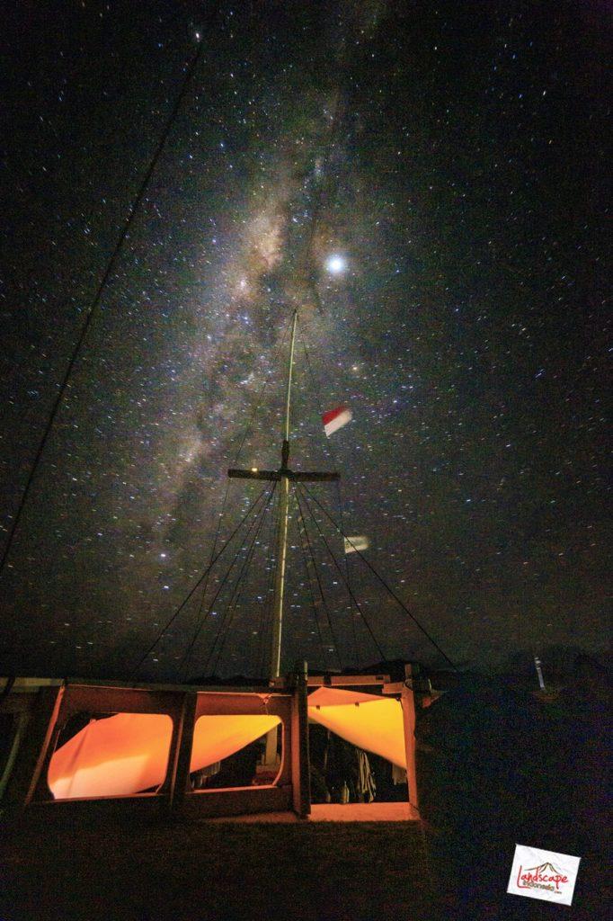 milkyway komodo kapal 01 682x1024 - Memburu Milky Way di atas Kapal