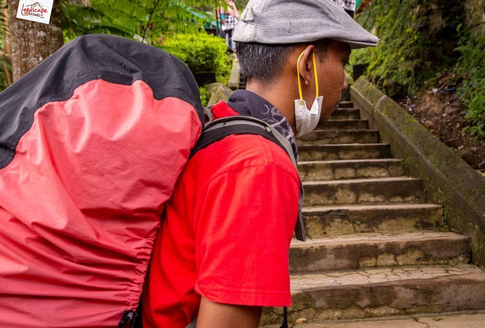 gunung lawu jalur candi cetho 02 - Gunung Lawu Jalur Candi Cetho di Kala Hujan