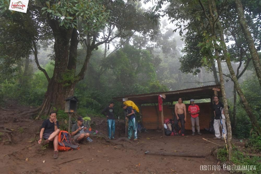 gunung lawu jalur candi cetho 18 - Gunung Lawu Jalur Candi Cetho di Kala Hujan