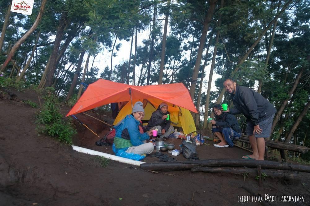 gunung lawu jalur candi cetho 22 - Gunung Lawu Jalur Candi Cetho di Kala Hujan