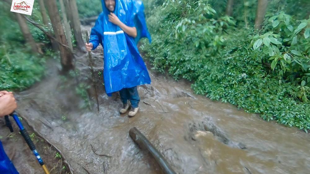 gunung lawu jalur candi cetho 27 - Gunung Lawu Jalur Candi Cetho di Kala Hujan