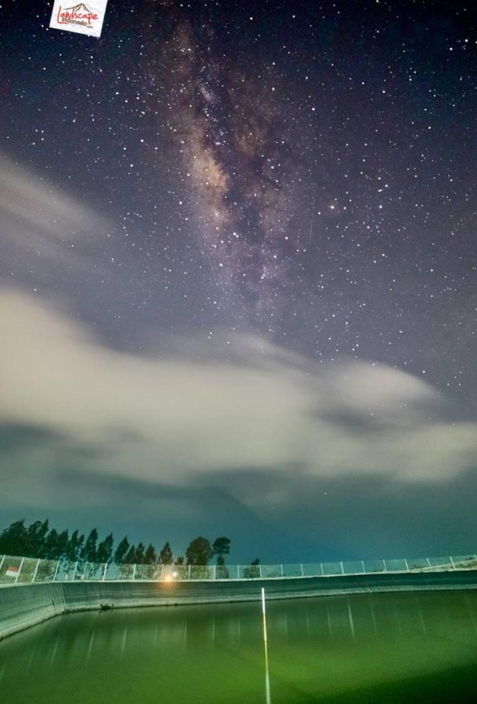 milkyway embung manajar 05 694x1024 - Memotret Milky Way Embung Manajar